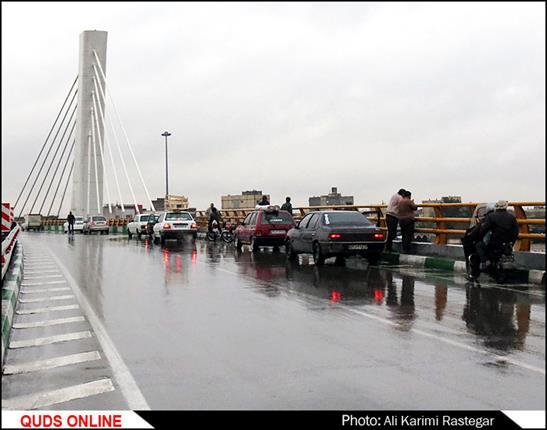 قدس آنلاین :آبگرفتگی رمپ میدان امام حسین (ع) بر اثر بارندگی و سر ریز شدن کانال انتقال آب