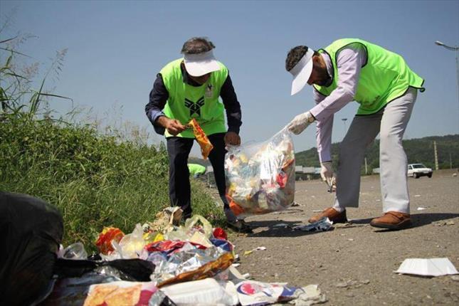 جمع آوری زباله توسط دانشجویان