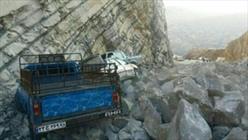 ریزش کوه چندین مسافر را راهی بیمارستان کرد