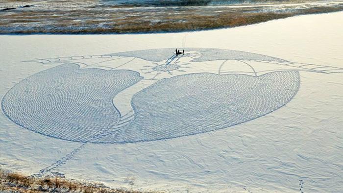 IMG20094648 خلق آثار هنری با دویدن بر روی برف