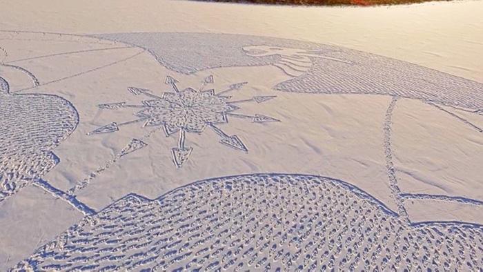 IMG20100670 خلق آثار هنری با دویدن بر روی برف