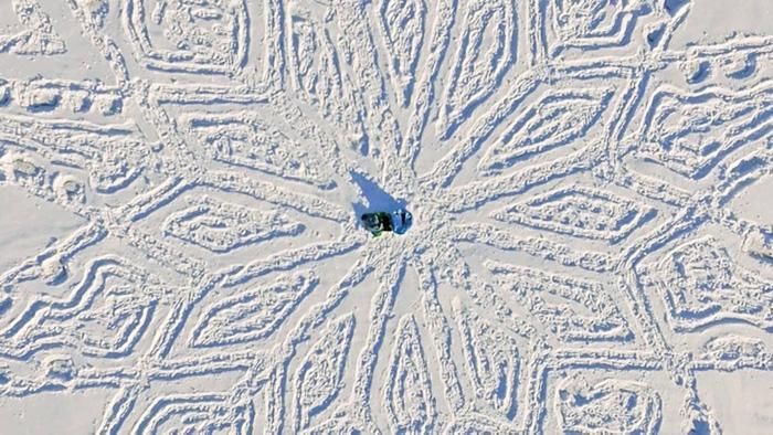 IMG20101850 خلق آثار هنری با دویدن بر روی برف