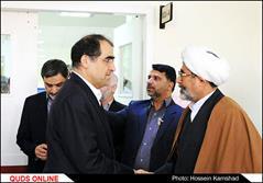عیاد ت وزیر بهداشت و جمعی از مسئولان نظام از آیت الله واعظ طبسی در بیمارستان