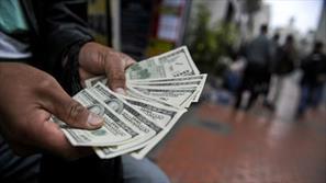 نگرانی تجار از قیمتشکنی دولت در بازار ارز
