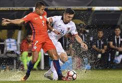 دیدار تیم های ملی فوتبال شیلی و کلمبیا