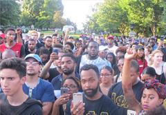 فریاد «تیراندازی به سیاهپوستان را متوقف کنید»، مقابل کاخ سفید