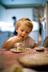 کودکان در حال رشد، پسته بخورند