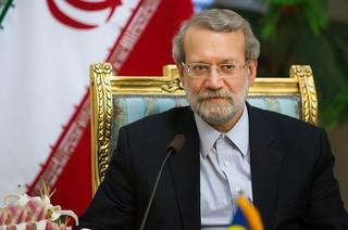 فیلم/ تلاش لاریجانی برای آرام کردن مجلس هنگام سخنرانی روحانی