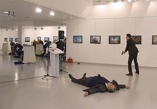 فیلم /  لحظه ترور سفیر روسیه در ترکیه