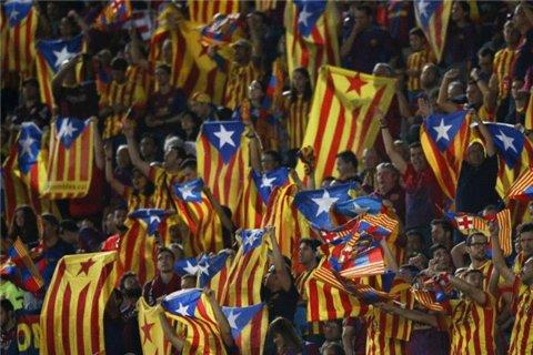 هواداران بارسلونا با پرچم کاتالونیا