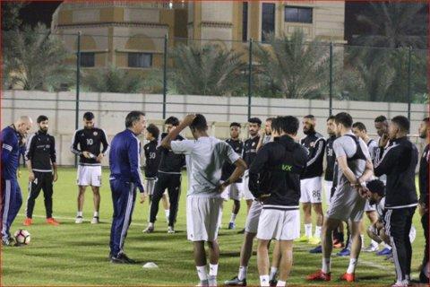 دژگه در تمرینات تیم فوتبال العربی