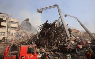 فیلم / لحظه فروریختن ساختمان پلاسکو از نمایی بسیار نزدیک