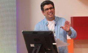 فیلم/ لحظه بیهوش شدن رضا رشیدپور هنگام اجرای برنامه زنده