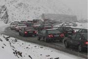 بارش برف در جاده چالوس ترافیک سنگینی ایجاد کرد