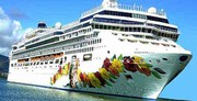کشتی اقیانوس پیما «کروز» در بندر کیش پهلو گرفت