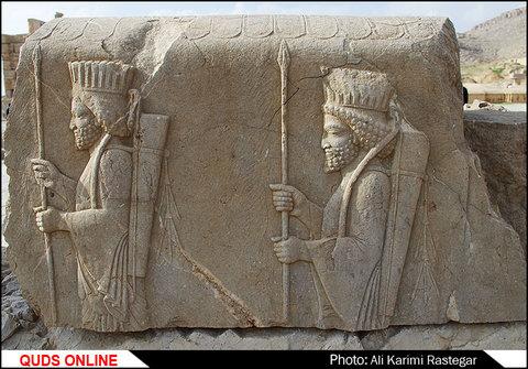 تخت جمشید یا پارسه (یا پرسپولیس، پرسهپلیس، هزارستون،صدستون و یا چهلمنار