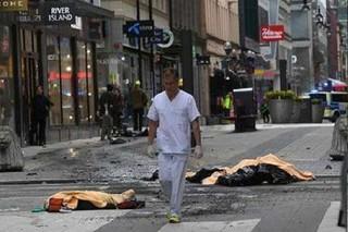 فیلم / لحظه حمله کامیون به عابران در «استکهلم» سوئد