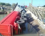 پل ارتباطی روستای مزرعه ویران شد