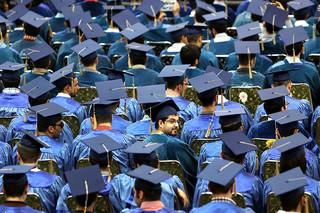 فارغ التحصیلان - کراپشده
