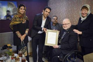 اهدای نشان کمیته پارالمپیک به خانواده گلبارنژاد