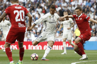 دیدار تیم های فوتبال رئال مادرید و سویا - کریستیانو رونالدو