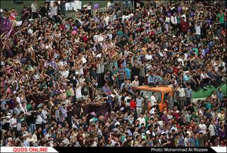 هواداران حجت الاسلام روحانی در ورزشگاه تختی مشهد