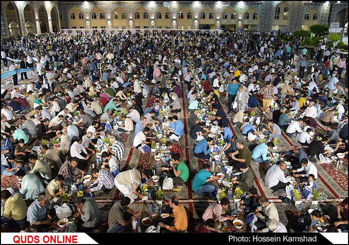 بزرگترین سفره افطاری جهان اسلام در حرم مطهر رضوی