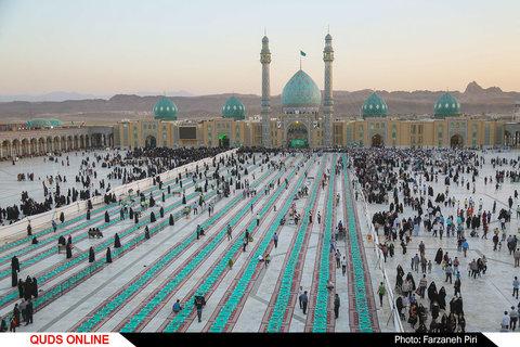 سفره افطاری در مسجد مقدس جمکران