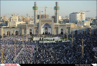 نماز عید فطر با حضور صدها هزار زائرومجاوربارگاه رضوی اقامه شد