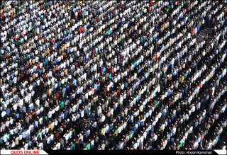 نماز عید فطر با حضور صدها هزار زائر و مجاور بارگاه رضوی اقامه شد
