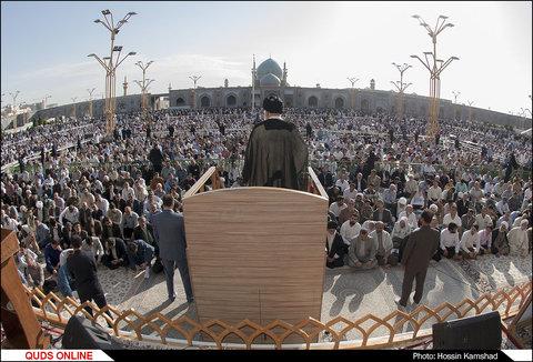 نماز عید فطر با حضور صدها هزار زائر بارگاه رضوی اقامه شد
