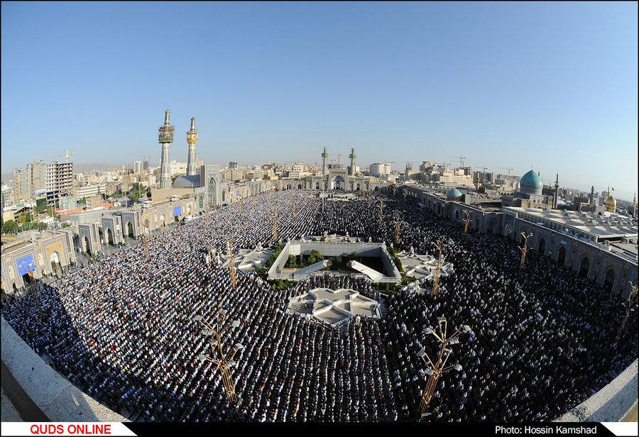 نماز عید فطر با حضور صدها هزار زائر و مجاور بارگاه رضوی اقامه شد /گزارش تصویری 2