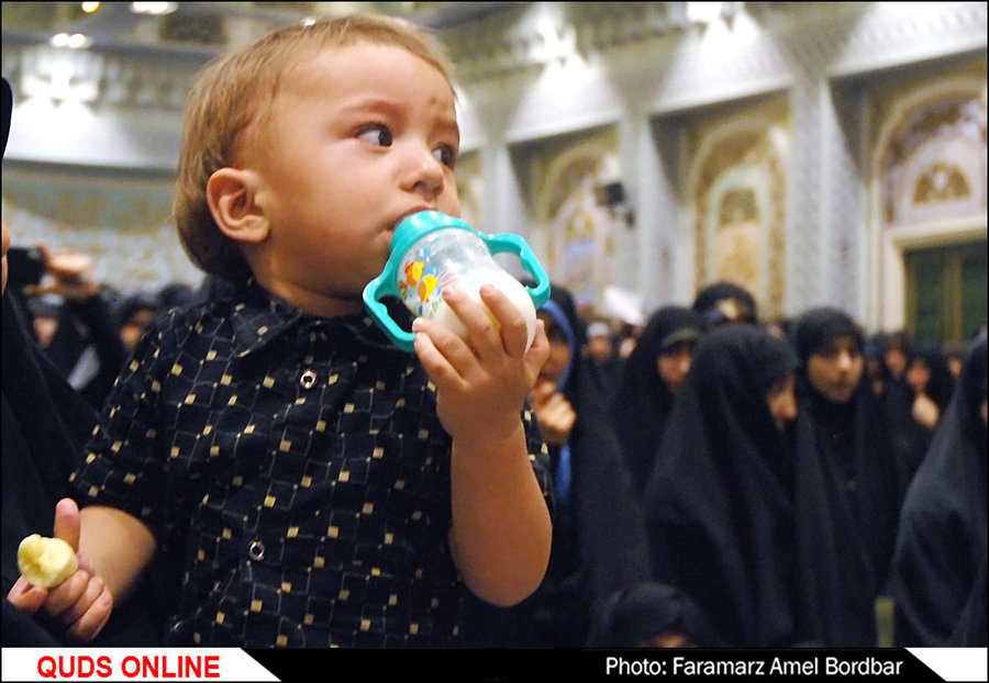 سلام علی آقا  ،  سلام بابا جان  ،  سلام پسر گلم / تصاویر پسر دو ساله شهید حججی