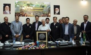 اهدا مدال های علیرضا دبیر به موزه آستان قدس رضوی