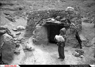 روستای بوبک حسن در سن 5 سالگی- جلوی خانه شان