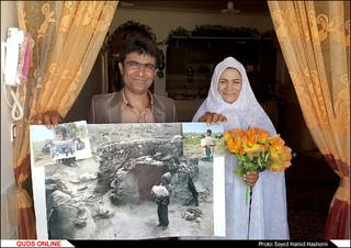 حسن در سن 26سالگی در کنار همسری که تازه با او ازدواج کرده است .