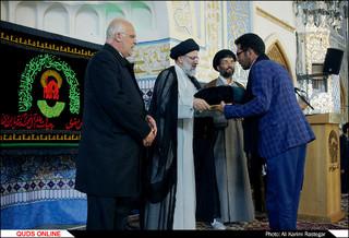 مراسم اهدای پرچم متبرک بارگاه ثامن الحجج امام علی بن موسی الرضا(ع) به هیئات مذهبی