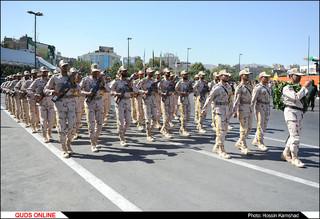 مراسم سان و رژه نیروهای مسلح خراسان رضوی همزمان با نخستین روز هفته دفاع مقدس برگزار شد. /گزارش تصویری