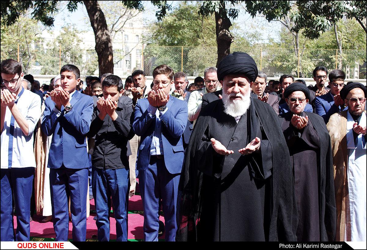نخستین نماز جماعت مدارس خراسان رضوی برگزار شد/گزارش تصویری