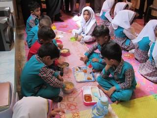 کمک ۹۰۰میلیون ریالی به مهدهای کودک لنده