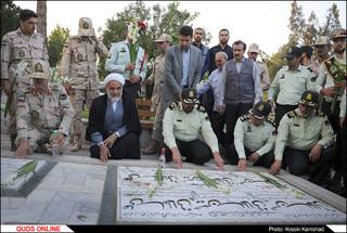 غبارروبی و عطرافشانی مزار شهدا /گزارش تصویری