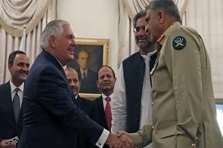تیلرسون با نخست وزیر پاکستان