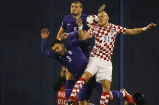 دیدار تیم های ملی فوتبال کرواسی و یونان