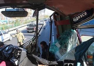تصادف شدید اتوبوس با کامیون
