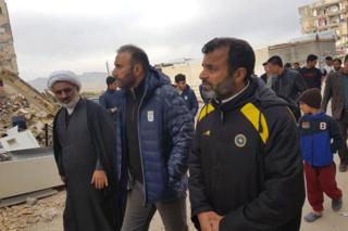 اعضای تیم ملی فوتسال در مناطق زلزله زده