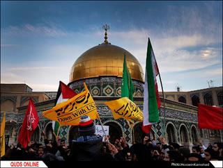 حلقه انسانی حمایت از مقاومت مردم فلسطین در حرم رضوی/ گزارش تصویری
