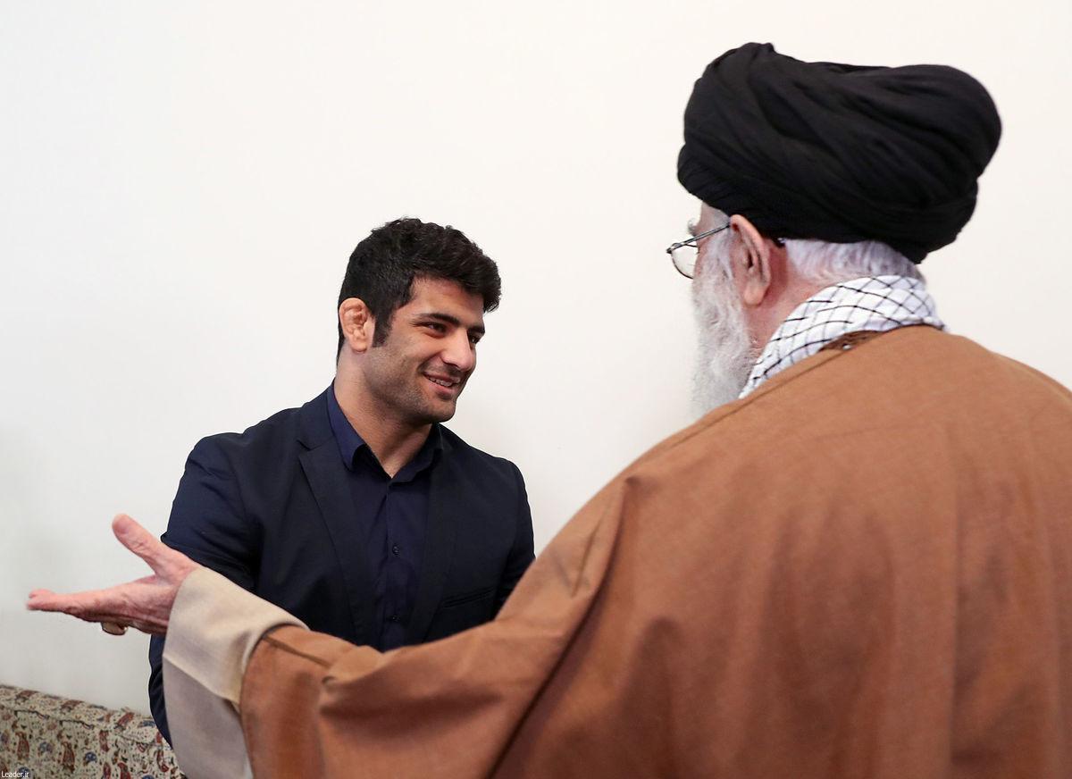رهبر معظم انقلاب اسلامی در دیدار پهلوان سرافراز کشورمان علیرضا کریمی / گزارش تصویری