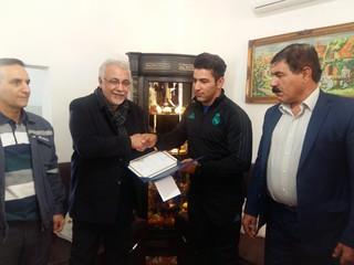 دیدار مدیرعامل پتروشیمی ایلام با علی هاشمی قهرمان ایلامی وزنه برداری جهان