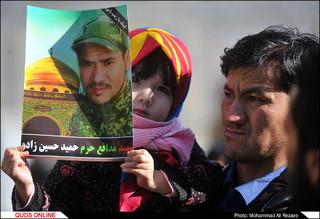 تشییع شهید مدافع حرم «حمید حسین زاده» در حرم مطهر رضوی/گزارش تصویری
