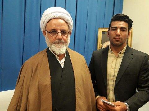 دیدار علی هاشمی قهرمان وزنه برداری جهان با امام جمعه ایلام